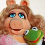 The Muppets In Theaters Today : Kermit and Miss Piggy Interview